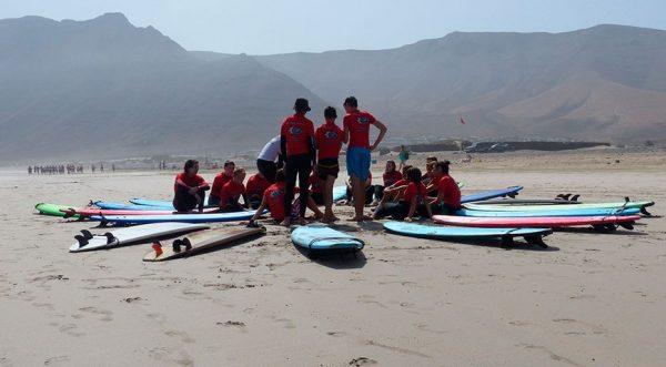 chicos del surfcamp en famara