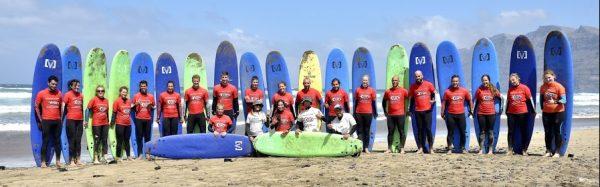 estudiantes de surf en canarias