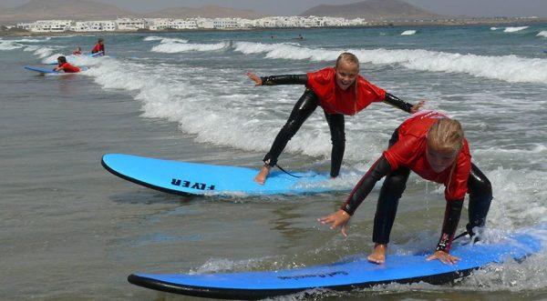 surf camp para niños en lanzarote