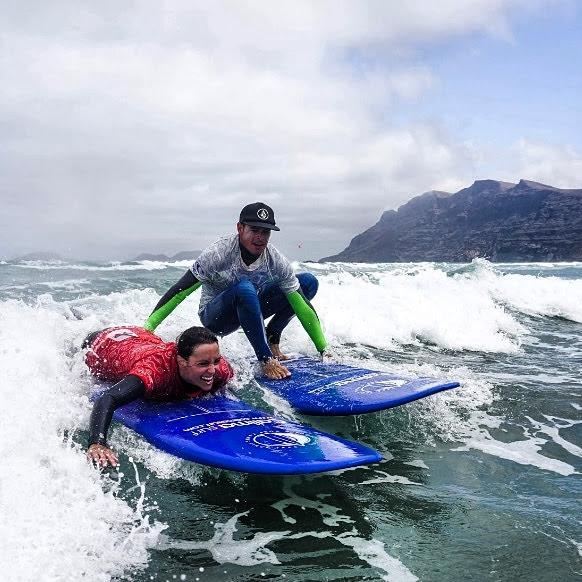 Surfing Caleta Famara 1
