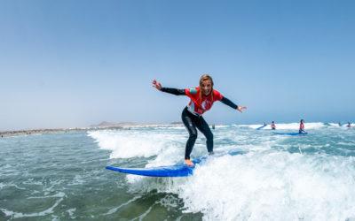 Surfing Caleta de Famara